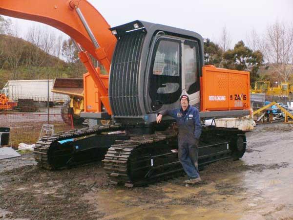 Grame-Reid-Hatichi-240-Excavator-006